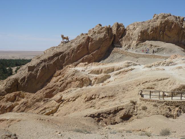 Скалы рядом с оазисом Шебика