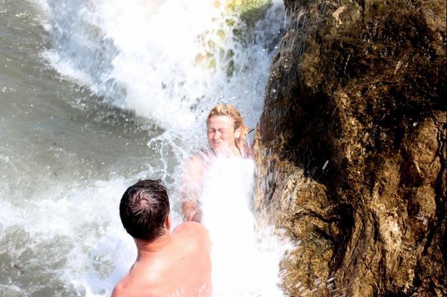 супруга - принимает горячую ванну