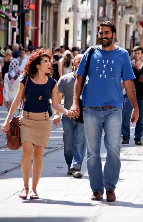 Пара на улице Истикляль
