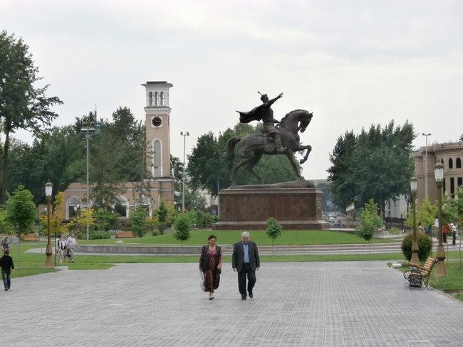 сквер Амира Тимура
