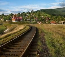 Ведут пути в Ворохту. И железнодорожные тоже!