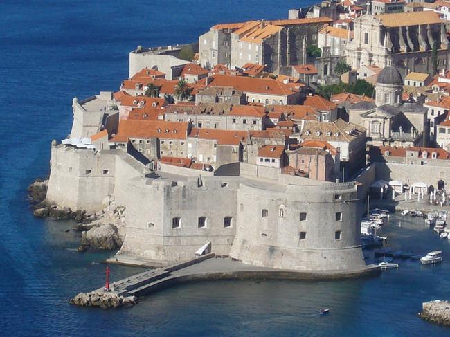 Мощные стены Старого города