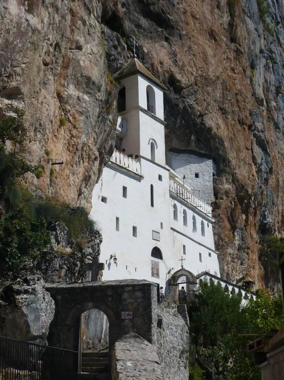 Острог. Верхний храм в скале