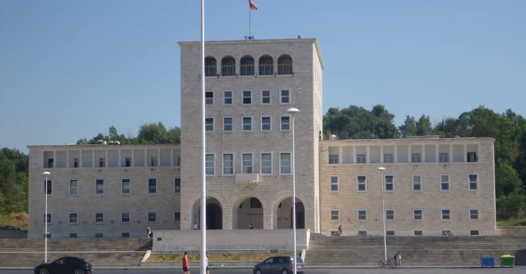 Здание албанского пардамента