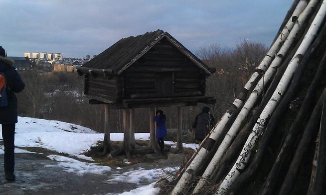 Избушка - бывший склад саамов.