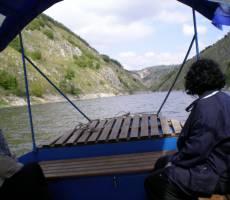Плывём по озеру