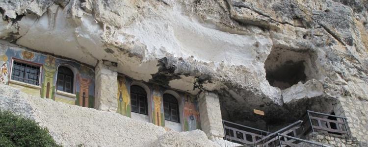 Басабровский скальный монастырь