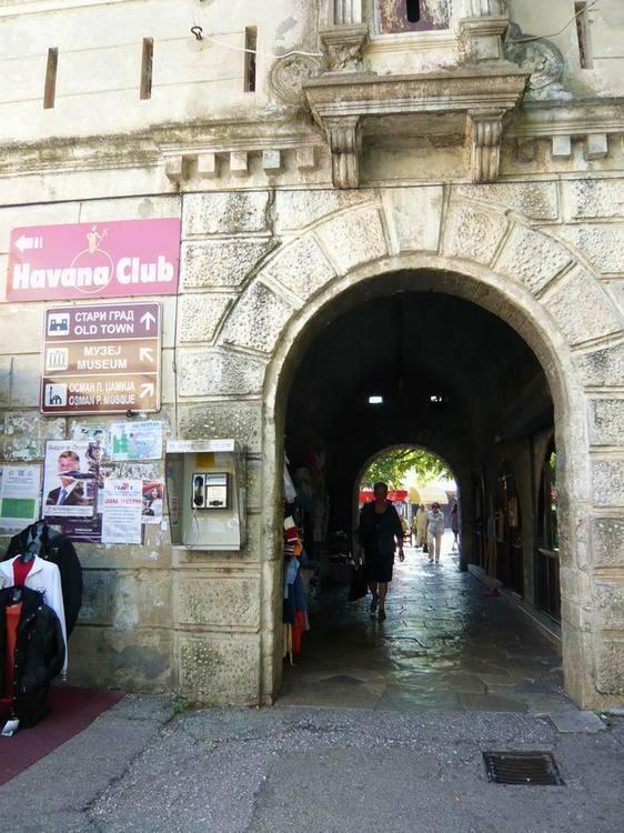 Требинье. Входная арка старого города