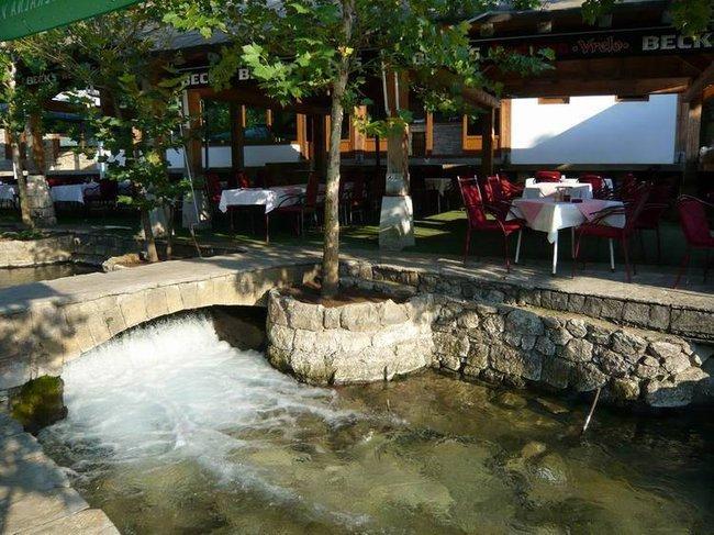 Ресторанчик у реки рядом с Мостаром