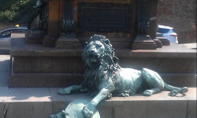 """Вена. """"Дом со львом"""""""