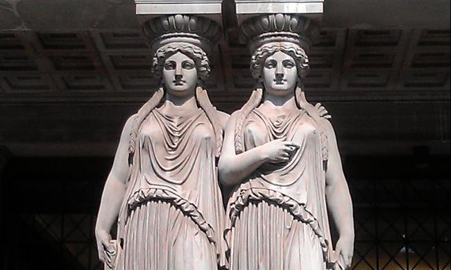 Вена. Скульптуры у парламента.