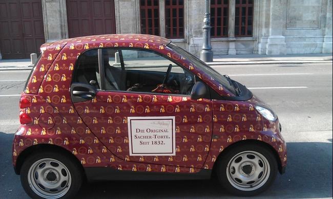 Автомобиль - чик на улице Вены.