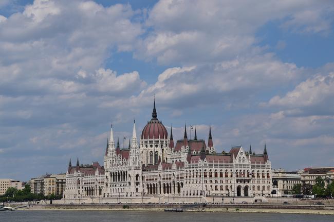 Я думаю самая известное фото Венгрии - Парламент. Но не смог удержаться.