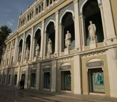 здесь представлены памятники поэтам и писателям Азербайджана