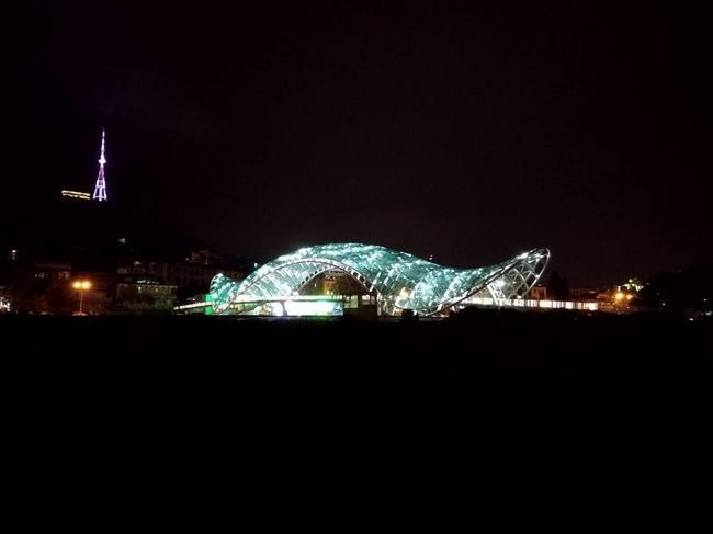 Мост Мира в ночи