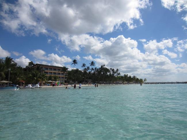 Здесь можно наслаждаться жизнью,созерцать,плясать. Здесь не удастся поплавать и поваляться на лежаке