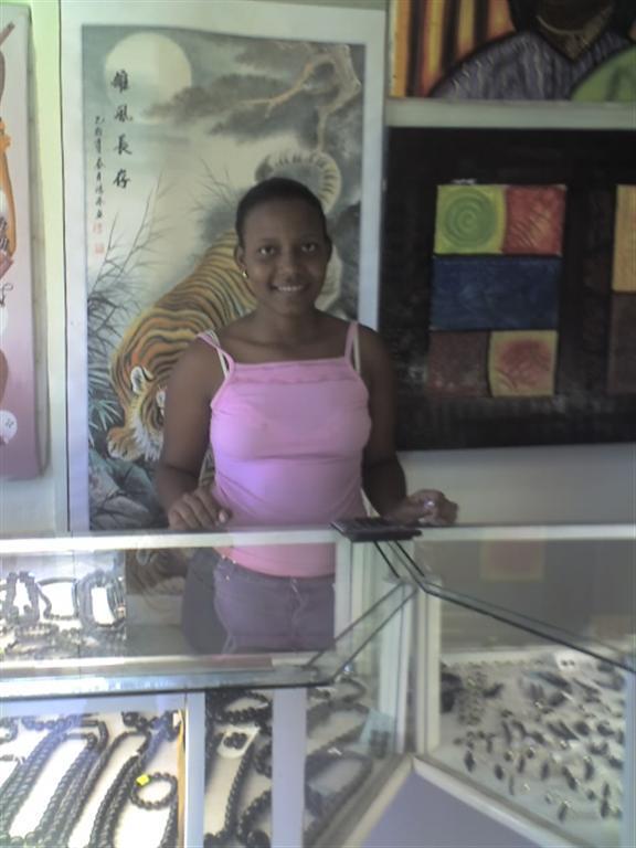 Продавщица черных кораллов