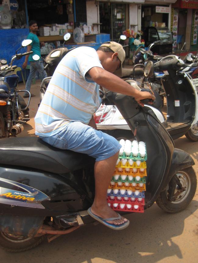 Доставка сырых яиц