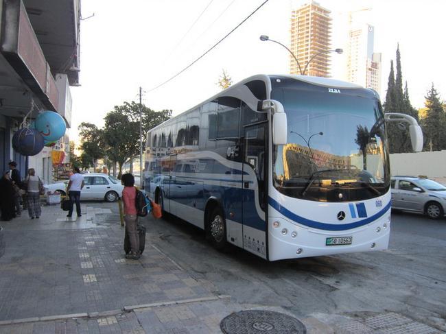 Перед посадкой в автобус в Аммане