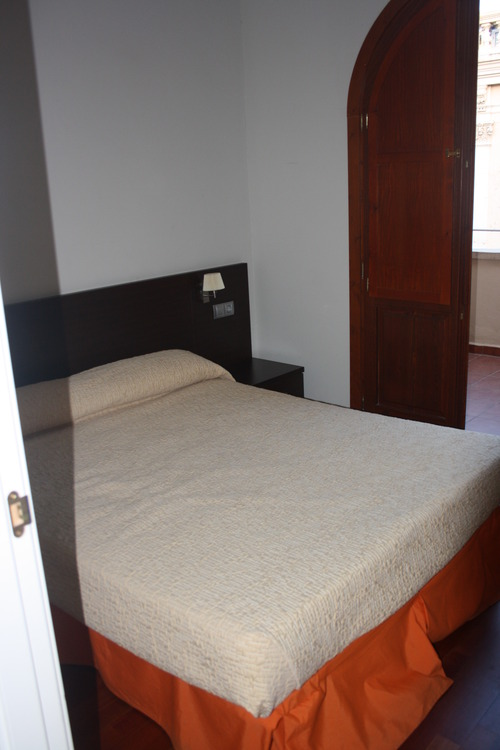 Спальня с балконом.