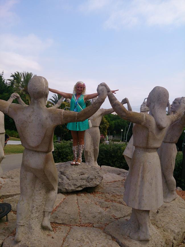 Скульптура национального танца