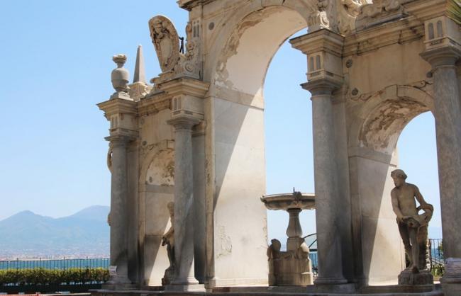 Неаполь. Фонтан Giant