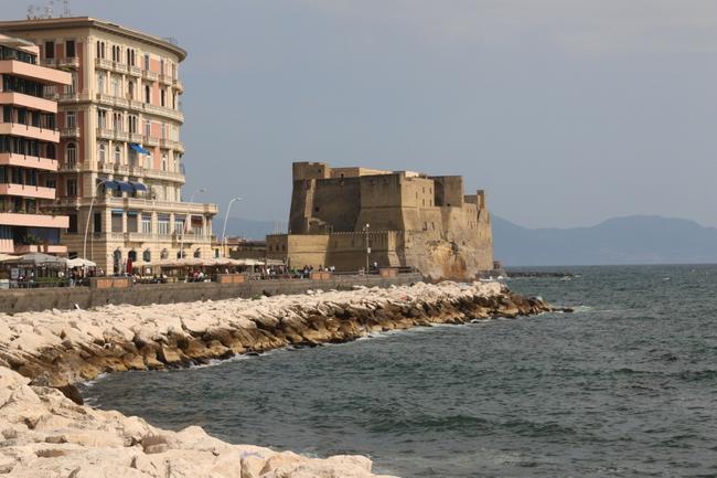 Неаполь. Ovo Castle