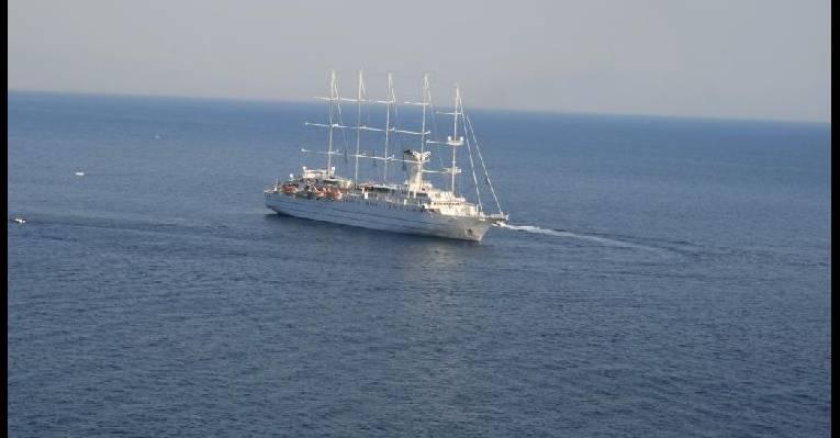Корабль мечты под окнами нашего номера