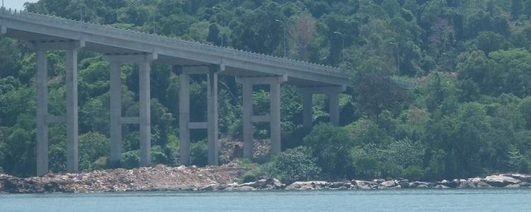 Сиануквиль мост на остров.