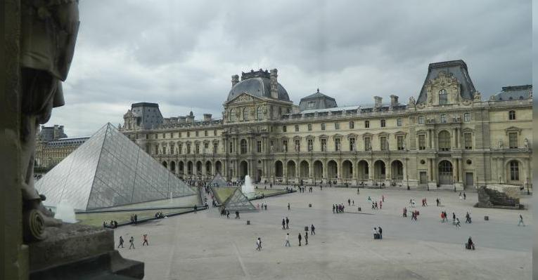 (дворик) вид со второго этажа Лувра