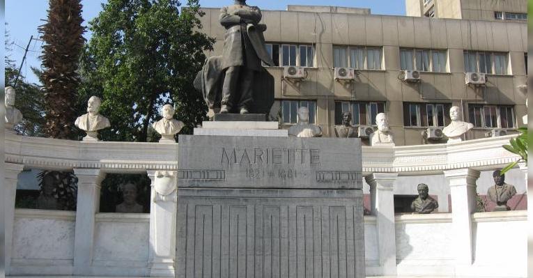 саркофаг и статуя Огюста Мариета