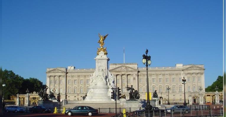 Букингемский дворец и памятник королеве Виктории
