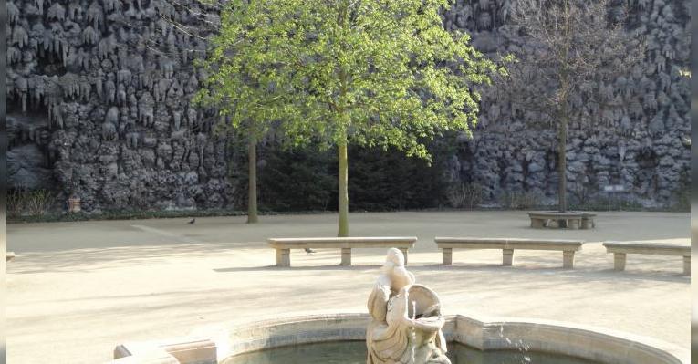Стена из сталактитов