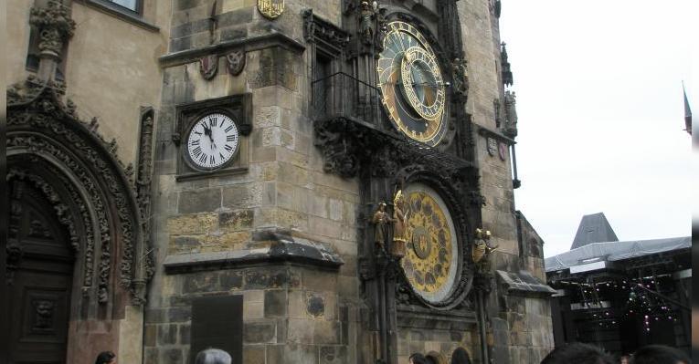 Вид на часы сбоку, слева