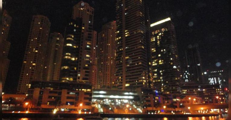 вид с яхты ночью