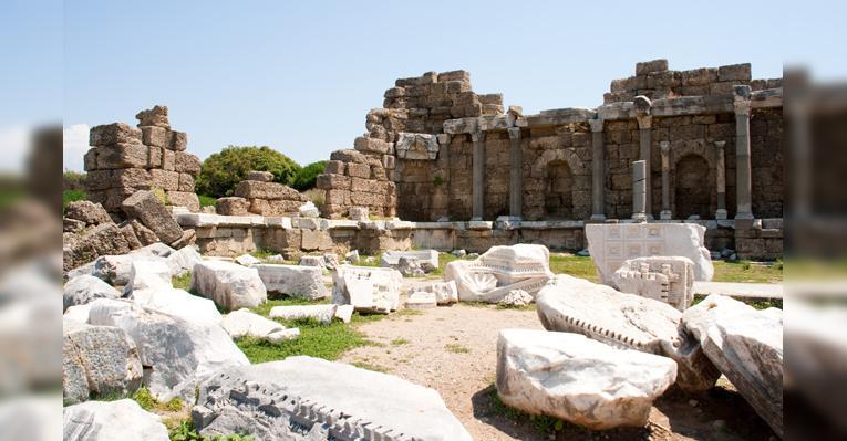 руины фонтана