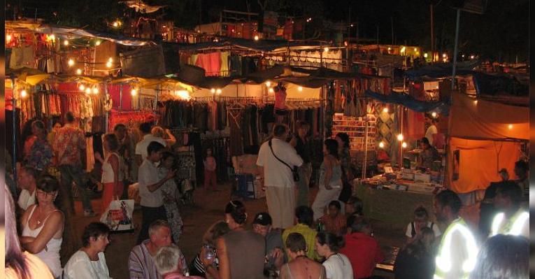 Ночной рынок в Арпоре