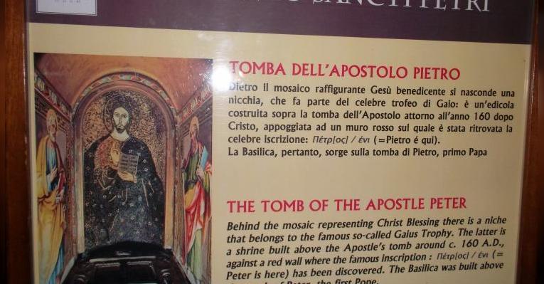 у спуска к могиле апостола Св.Петра