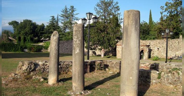Развалины древнего Питиунта