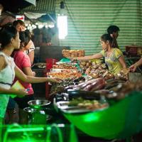 Ночной рынок Зыонгдонг