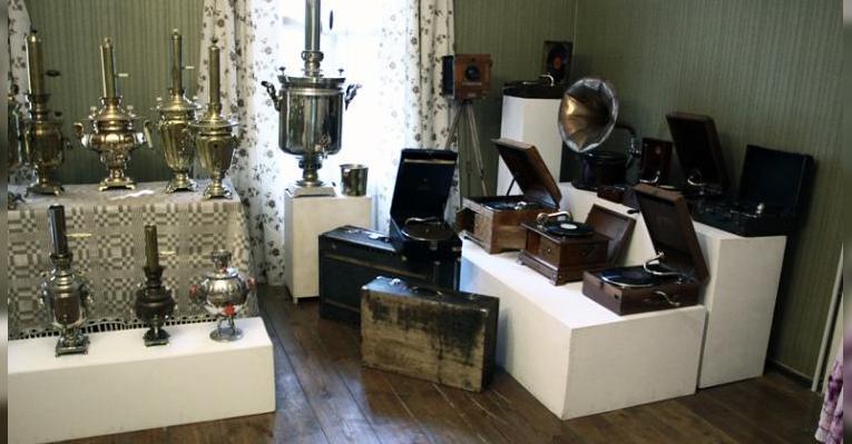 Коллекция домашней утвари во флигеле. Музей-усадьба в Лошицком парке. Минск