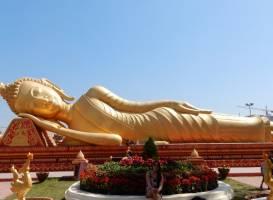 Великая ступа (Пха Тхатлуанг)