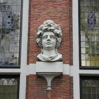 House with Heads (Huis Met Hoofden)