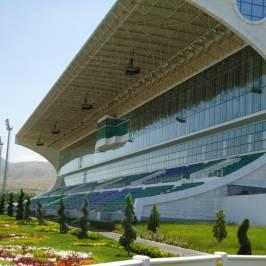 Скачки ахалтекинских лошадей в Туркменистане