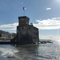 Incendio del Castello con la Processione Religiosa dei Crocifissi