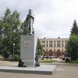 Скульптура первооткрывателя кузнецкого угля Михайлы Волкова