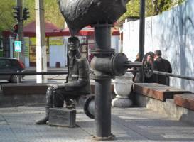 Скульптурная композиция Водопроводчик