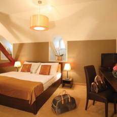 Ipoly Residence - Executive Hotel Suites