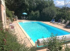 Studio independant dans villa avec piscine a Gap
