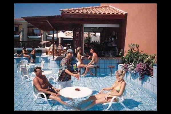 Бар в бассейне